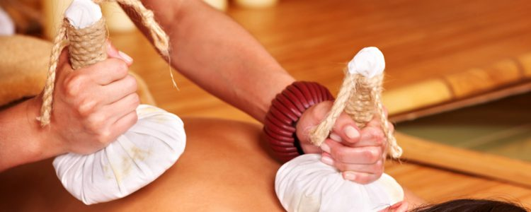 kruidenstempel-massage-voor-het-gehele-lichaam